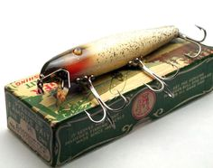 courageous-and-strong:  readerscorner:Pflueger Palomine Lure Green Mullet with Silver Sparks Finish