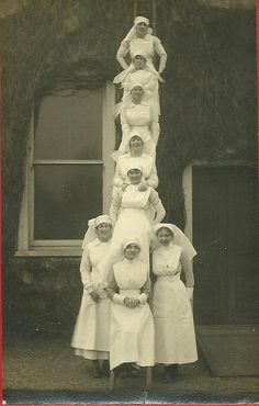 60 Vintage Photos of Nurses Being Awesome - NurseBuff History Of Nursing, Medical History, Vintage Nurse, Vintage Medical, Old Pictures, Old Photos, Vintage Photographs, Vintage Photos, Becoming A Nurse