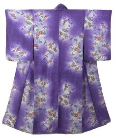 This is a vintage kimono with 'Karabana' (imaginary flower in China) and ivy pattern, which is dyed