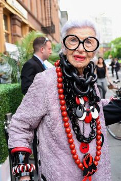 Iris Apfel is another style icon for older women. She proves you don't have to go into navy blue and beige when you hit Mature Fashion, Over 50 Womens Fashion, Fashion Over 50, Fashion Top, Fashion Boots, Trendy Fashion, Fashion Women, Iris Fashion, Fashion News