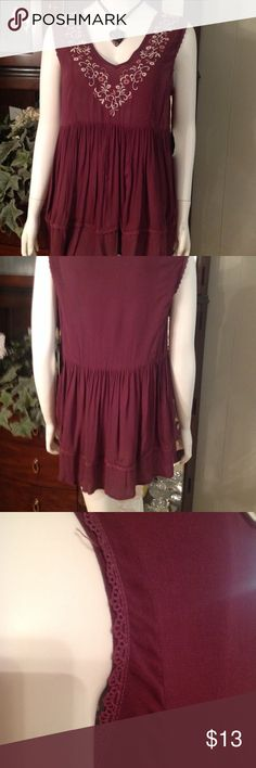 """KNOX ROSE sleeveless embroidered tunic Size Med Pretty flowing sleeveless tunic. V-Neck, lace, embroidery.  Color tonal merlot Size Med Bust 38 Hip 60"""" Length shoulder to hem 28"""" Knox Rose Tops Tunics"""