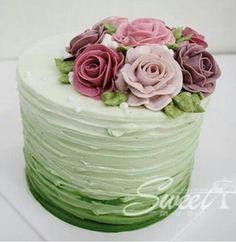 Tarta con rosas de pasta de azúcar