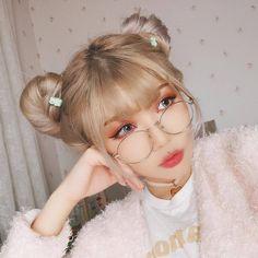 Do u like blond hair? Cute Korean Girl, Asian Girl, Korean Beauty, Asian Beauty, Uzzlang Girl, Girls Makeup, Cute Hairstyles, Cute Girls, Blonde Hair