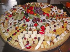 Gemischte Käseplatte Mixed cheeseboard, a good recipe in the snacks and small plates category. Yummy Snacks, Snack Recipes, Dessert Recipes, Yummy Food, Food Platters, Cheese Platters, Meat And Cheese Tray, Cheese Appetizers, Party Buffet