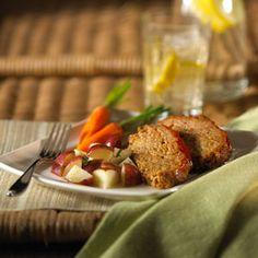 Turkey Mealoaf with Barbecue Sauce – El sabor agridulce de la salsa barbecue encima de este delicioso pastel de carne complementa este platillo hecho con pavo molido.