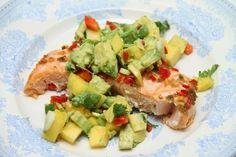 Ovnsbakt laks med mango- & avokadosalat - My Little Kitchen A Food, Food And Drink, Mango, Little Kitchen, Frisk, Food For Thought, Potato Salad, Chili, Healthy Eating