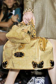 Original Oinner says :Ooh, ooh, ooh! Imgend I say : Wow wow Wowie I Love it ! Best Handbags, Purses And Handbags, Handbag Accessories, Fashion Accessories, Custom Purses, Custom Totes, Glamorous Chic Life, Best Purses, Balenciaga City Bag