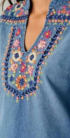 Bordando flores – creciendoentreflores 2019 clothing clothing labels clothing patches clothing wholesale flower clothing fly shirts shirts for ladies shirts sunshine coast style clothing tee shirts clothing Sommer Garten Hochzeits Kleider Hand Embroidery Designs, Ribbon Embroidery, Beaded Embroidery, Embroidery Stitches, Embroidery Patterns, Mode Hippie, Denim Tunic, Patterned Jeans, Clothing Patches