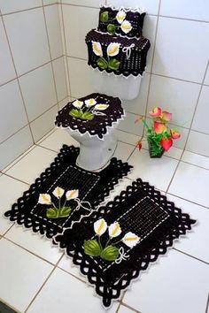 Jogos de banheiro com flores em crochê Baby Breath Flower Crown, Crochet Projects, Sewing Projects, Wool Thread, Crochet Decoration, Crochet Handbags, Diy Home Crafts, Diy Flowers, Knit Crochet