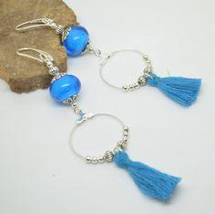 Boucles d'oreilles perles de verre filé au chalumeau bleu turquoise pompom…