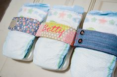 DIY a Diaper Strap to hold your diaper and wipes together in the diaper bag! #DIY #babygift #babygear