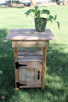 Pallet side table/night stand.