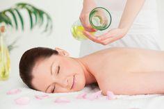 Dettox Glow Body Treatment  Αποκαταστήστε την ταλαιπωρημένη όψη της επιδερμίδας του σώματος από τον καλοκαιρινό ήλιο και τη θάλασσα και ενισχύστε την ελαστικότητα της. Θεραπεία με άργιλο και εκλεπτυσμένο έλαιο αβοκάντο. Στη θεραπεία περιλαμβάνεται και ήπιο μασάζ.  #bodymassage #bodyglow #urbaneskin www.urbaneskin.com