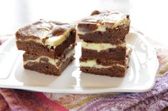 """Hier findest du mein Rezept für Cheesecake Brownies. Diese backe ich schon seit meiner Jugend. Damals nannten wir sie """"Zebra Brownies"""". :-) Du kannst sie auch Cream Cheese Brownies oder Cheesecake …"""