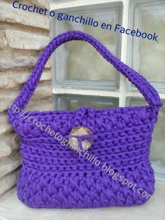 Bolso morado en trapillo Crochet o ganchillo en Facebook http://crochetoganchillos.blogspot.com