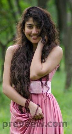 Indian Actress Photos, South Indian Actress, Beautiful Indian Actress, Beautiful Actresses, Indian Actresses, South Actress, Sai Pallavi Hd Images, Saree Photoshoot, Beauty Full Girl