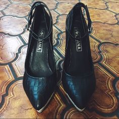 New Sol Sana Zander Heel Size 37 Heel height: 4 in, new, never worn, size 37, my feet are between 23.5 to 24 cm and these fit tight on me Sol Sana Shoes Heels