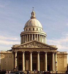 Panteón de París - Monumento Neoclasico. El Panteón de París (en francés: le Panthéon) es un monumento de la capital francesa, en el V distrito, en el corazón del Barrio Latino. Está rodeado por la iglesia Saint Étienne du Mont, la biblioteca de Santa Genoveva, la Universidad de París II (Panthéon-Sorbonne), la Universidad de París II (Panthéon-Assas), los liceos Louis-le-Grand y Henri-IV, y el ayuntamiento del V distrito.