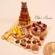 Miniature Macaron tower and cookies | Flickr: Intercambio de fotos
