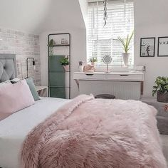 There are a lot of natural ways of decorating your bedroom. For example, you can use natural gifts like wonderful looking sea shells, glass, pine cones etc. Using these items can result in a brilliant texture to the bedroom decoration. Bedroom Decor For Teen Girls, Cute Bedroom Ideas, Girl Bedroom Designs, Room Ideas Bedroom, Teen Room Decor, Home Decor Bedroom, Bedroom Ideas For Teens, Shabby Bedroom, Teen Girl Bedrooms