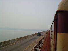 Ponte sobre o Rio Tocantins, Marabá, estado do Pará, Brasil.  Fotografia: Orlando Mario Ritter no Panoramio.