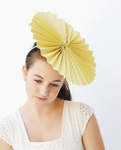 34 Ideas hat crazy diy homemade for 2019 Crazy Hat Day, Crazy Hats, Paper Hat Diy, Paper Hats, Sombreros Fascinator, Fascinators, Chapeau Cowboy, Diy Party Hats, Hat Decoration