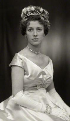 Jennifer, Countess of Lonsdale, wearing the Londsdale Tiara, United Kingdom (diamonds). © National Portrait Gallery, London.