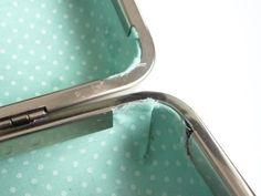 Covering a box clutch purse Tutorial - #art, #diy, craft