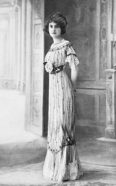 1910 fashion  http://susannaives.com/wordpress/2012/03/french-fashion-1910/