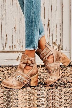 22 Women Booties For Women - Women Shoes Trends - - 22 Women Booties For Women shoes womenshoes footwear shoestrends Source by ilgerumti Pretty Shoes, Cute Shoes, Me Too Shoes, Cute Casual Shoes, Casual Boots, Beautiful Shoes, Heeled Boots, Shoe Boots, Women's Shoes