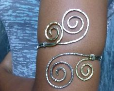 Grecian swirl upper arm cuff - hammered jewelry - This would look perfect for Greek costume / goddess cosplay attire Wire Wrapped Jewelry, Wire Jewelry, Body Jewelry, Jewelry Crafts, Jewelery, Silver Jewelry, Viking Jewelry, Gold Jewellery, Upper Arm Cuffs