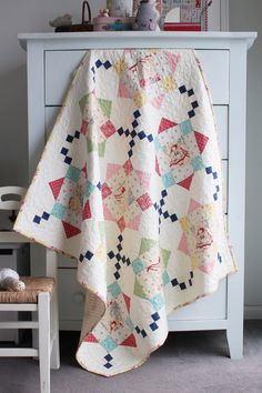 Bon Bon Bebe And A Charming Collection of Sweet Florals and Darling Prints. Bon Bon Bebe fabric makes the most adorable Little Bo Peep baby quilts. Diy Quilt, Scrappy Quilts, Easy Quilts, Quilt Top, Mini Quilts, Owl Quilts, Patchwork Quilting, Quilt Baby, Embroidery Designs