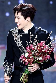 Smiling suho is my favorite suho ♥ Baekhyun Chanyeol, Kpop Exo, Exo K, K Pop, Kim Joon Myeon, Exo Official, Xiuchen, Exo Ot12, Chanbaek
