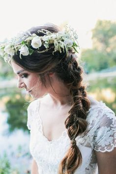 Corona de flores y peinado con trenzas cola de pez para boda boho rustica y 5 paso a paso de trenzas! - Fotografia Kayla Adams