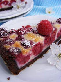 Málnás pite cseresznyevirágzás idején :)             ehető cseresznyevirággal díszítve :)             Ma ünnepeltünk, az ünnepeltre han...