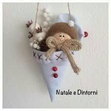 Burlap Christmas Decorations, Felt Christmas Ornaments, Christmas Bells, Christmas Holidays, Christmas Wreaths, Holiday Decor, Christmas Projects, Christmas Ideas, Felt Crafts