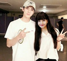 Sehun And Luhan, Chanyeol, Exo Couple, Kpop Couples, Blackpink Lisa, Chanbaek, Actor Model, It Cast, Handsome