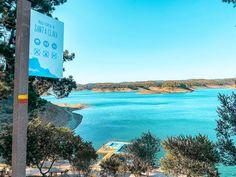 A Barragem de Santa Clara foi em tempos a maior barragem portuguesa. Situada no rio Mira, concelho de Odemira, agora é, assumidamente, uma das melhores praias fluviais do país!   #viaverde #viagensevantagens #viajar #portugal #Barragem #SantaClara #Odemira #Alentejo #PraiaFluvial