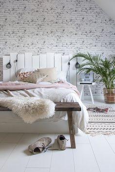 ▷ 1001 + ideas for making an original wooden headboard - bed Diy Home Decor Bedroom, Elegant Home Decor, Diy Home Decor On A Budget, Elegant Homes, Cozy Bedroom, Elegant Bedroom Design, Diy Home Decor For Apartments, Headboard Ideas, Headboards