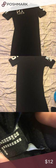 Forever 21 Black Midi Dress Tee-Shirt Dress Forever 21 black mid thigh dress size medium Forever 21 Dresses Midi