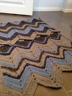 Chevron chrochet blanket, 55% alpaca, 40 % wool and 5% linen.
