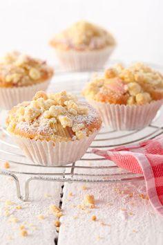 Serviervorschlag für Rhabarber-Streusel-Muffins