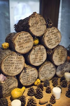 Simple gather some wood log and create the perfect winter wedding table seating plan. Reception Seating Chart, Wedding Reception Seating, Wedding Table Names, Seating Chart Wedding, Table Seating, Seating Charts, Log Table, Seating Plans, Diy Wedding Tent