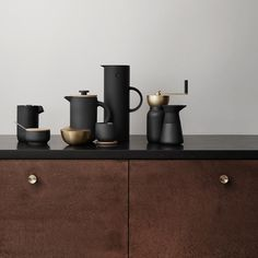 The Collar Coffee Grinder by Stelton lets you hand-grind your coffee beans exactly the way you would like. This modern, Scandinavian spin on a manual coffee grinder brings an added element of beauty to your daily routines. Frozen Coffee, Fresh Coffee, Coffee Cubes, Coffee Drinks, Ice Cube Melting, Grinding Coffee Beans, Charcoal Water, Manual Coffee Grinder