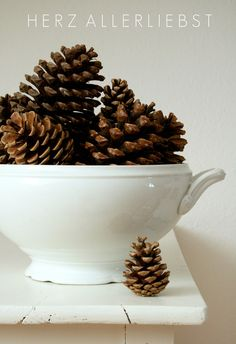 Always a classy look—pinecones in a white stoneware  bowl & having a few fall out creates a more casual look❣