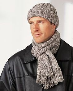 Mens Hat and Scarf: free pattern.