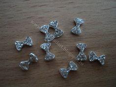 Fundite metalice argintii Model 12 Dimensiune: 7,5x4,5mm Pret: 1 leu/buc www.fancynailart.blogspot.ro