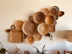 Vintage Basket Wall Bohemian Home Decor Boho Folk Mod Mid Century Hippie Gypsy Baskets Woven Wicker Old Baskets, Vintage Baskets, Baskets On Wall, Diy Crafts For Home Decor, Home Decor Wall Art, Home Decor Furniture, Boho Room, Bohemian House, Bali Style Home