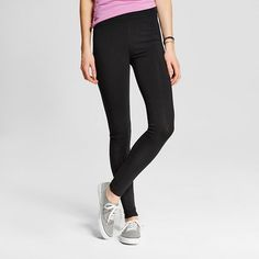 • Cotton/Spandex for comfort with stretch<br>• Full length for more coverage<br>• Midrise waistband adds comfort <br>• Model wears size 4/S and is 5'9.5''<br><br>Build your staple wardrobe with the Women's Long Leggings by Mossimo Supply Co.™. The look of leggings is an instant classic and a figure-flattering friend of today's hottest looks.