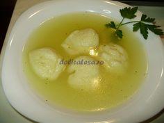 Supă cu găluşte de griş Romanian Food, Romanian Recipes, Yummy Treats, Yummy Food, Delish, Lunch, Ethnic Recipes, Soups, Kitchen